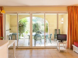 Standard 1/2 BR Apartment for 7 at Pont Royal en Provence