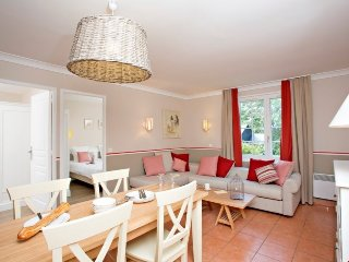 Superior 3 Bedroom House for 8 at Holiday Village Normandy Garden