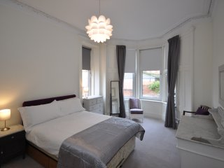 West End Glasgow flat with two double bedrooms