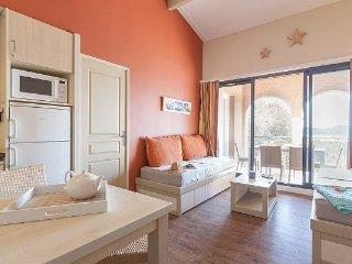 Superior 1/2 BR Apartment for 7 at Residence Les Parcs de Grimaud