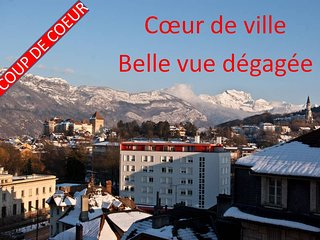 Original ! au coeur d'Annecy, belle vue degagee et garage prive securise