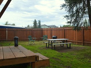 Lovely Southwest 2 Bedroom Apartment Super Close to the Airport