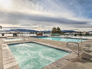 NEW! 2BR Winter Park Condo -Pool & Hot Tub Access!