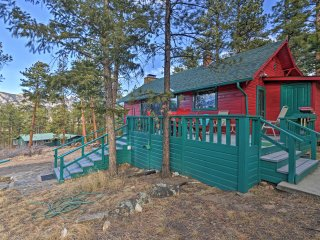 'Faraway Cabin' w/Mtn View & Deck in Estes Park!