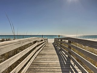 NEW! Gulf Front Pensacola Beach Condo w/Comm. Pool