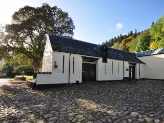 GRANY Cottage in Loch Ness