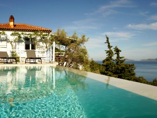 Villa Ioanna, beautiful sea-front villa with heated infinity pool