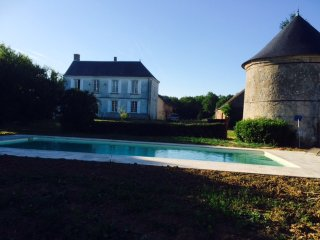 Heaven on earth ! Charming XVIII century manor, pool, 1 km from the Loire river