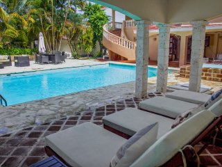 Fantastic retreat! Golf fields and paradise views. Private pool and BBQ+A