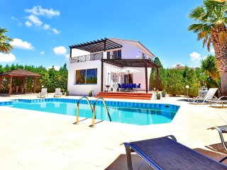 Villa With Private Pool In The Heart Of Coral Bay