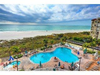 Comfy Sunset Vistas Condo w/ Balcony Views, Free WiFi & Heated Complex Pool