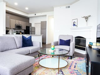 Dormigo Bright Two Bedroom on South Congress