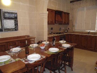 Qronfli Villa Accommodation With Swimming Pool (1)