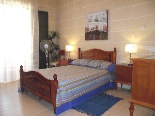 Qronfli Villa Accommodation With Swimming Pool (4)