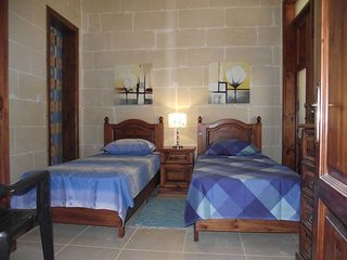 Qronfli Villa Accommodation With Swimming Pool (2)