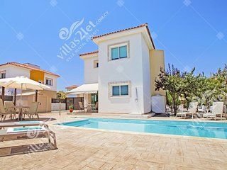 Cyprus Holiday Villa CAROLINA Profile