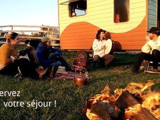 Gite nomade en roulottes, projet de vie et gite en roulottes a cheval ROULOPA