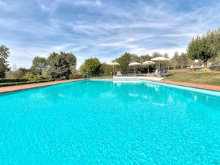PODERE LE RONDINI Villa with AIR-CONDITIONING, WIFI, CATERING; SWIM-POOL!