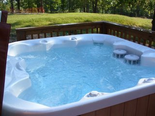 Private Hot tub with Incredible views - Best in the community!