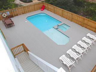 Private pool (POOL HEAT AVAILABLE IN APRIL)!  Hot tub!  Sleeps 10!