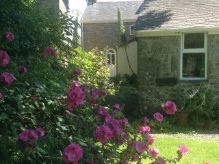 Traditional Cornish grade II Listed Cottage