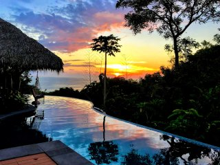 Villa Bella Vista, Near the Beach, Largest Pool in Town, Awesome Views, Privacy!