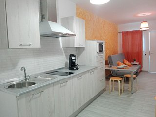 Newly refurbished 2 bedroom apartment in city center