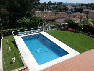 Casa Costa Brava con piscina privada, jardin, pista basquetbol. Ideal familias