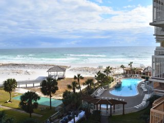 Pelican Beach Resort 618 Remodeled (Jan 2018) Beachfront Condo - 55' Curved TV