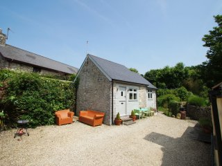 Cottage near Cardiff for a couple. Llofft y Fro 51429