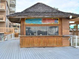 Pelican Beach Resort 618 Remodeled (Jan 2018) Beachfront Condo - 55' Curved TV