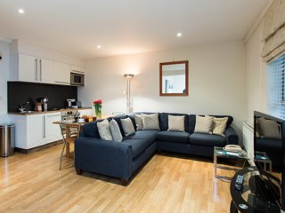 Modern Studio Flat by the King's Road, Chelsea