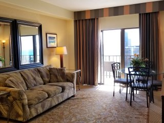 1 Bedroom Penthouse Suite in Waikiki with Free Parking!