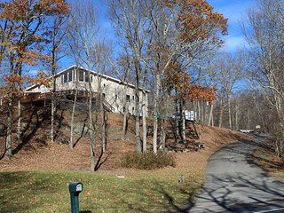 Convenient, Quiet, 7 bedroom Pocono Getaway