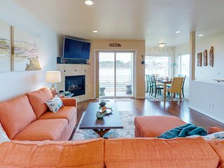 Charming waterfront townhome with gorgeous views of the bay and bridge!