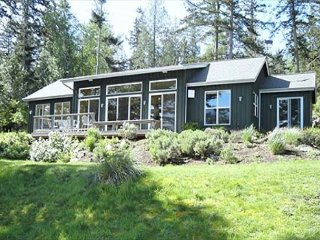 Casa Verde - A Gorgeous, Secluded, Highbank Waterfront Location!