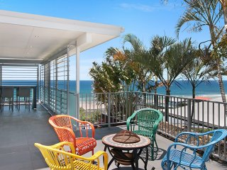 Tugun Hideaway - Modern, spacious beachhouse!