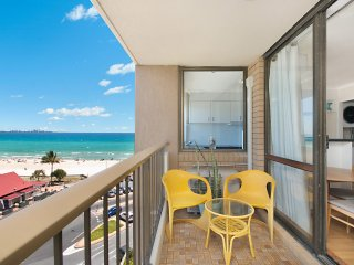 Kirra Gardens Unit 28 - Beachfront in Kirra with views to Surfers Paradise