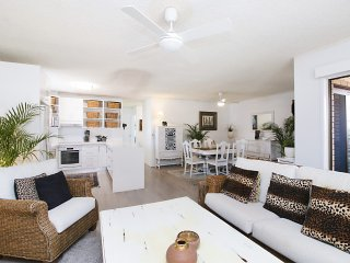 Barefeet Retreat - Bilinga/ North Kirra Beachfront - Pet Friendly!