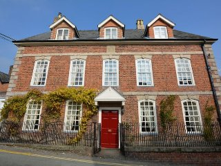 40870 House in Welshpool