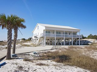 4 BR ~ Sleeps 8 ~ Gated ~ Pool/Beach Access ~ Gulf Views ~ All Tile ~ Sandy Feat