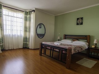 Fourways Junction  Villa (MASTER ROOM)