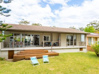 Harlequin Beach House - Pay for 2, Stay for 3 + 4pm Check Out Sundays