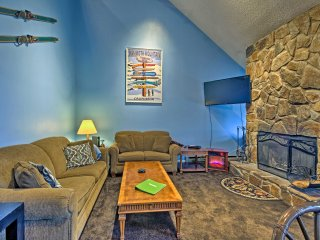 Lavish Condo w/Deck -Walk to Beech Mountain Resort