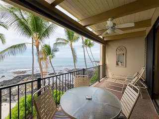 Charming Condo on Ocean's Edge! Full Kitchen, Large Lanai, WiFi–Kona Bali Kai