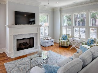 Elegant townhouse w/ gourmet kitchen and upscale furnishings in superb location