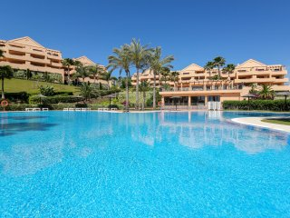 Modern and Luxury 2BR Apartment, Heated Pool in Benahavís