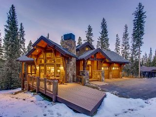 Walk to Peak 8 in 7 minutes; Beautiful Mountain Lodge with Hot Tub & Privacy!