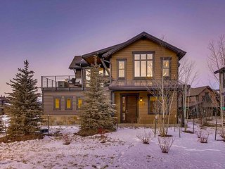 New Luxury Home on the Blue River - Excellent Views, Short Drive to Main St!