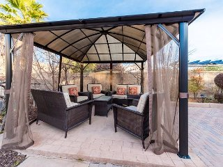 Serenity: 4BR w/ Cabana, BBQ, Near Golf, Wineries & Downtown